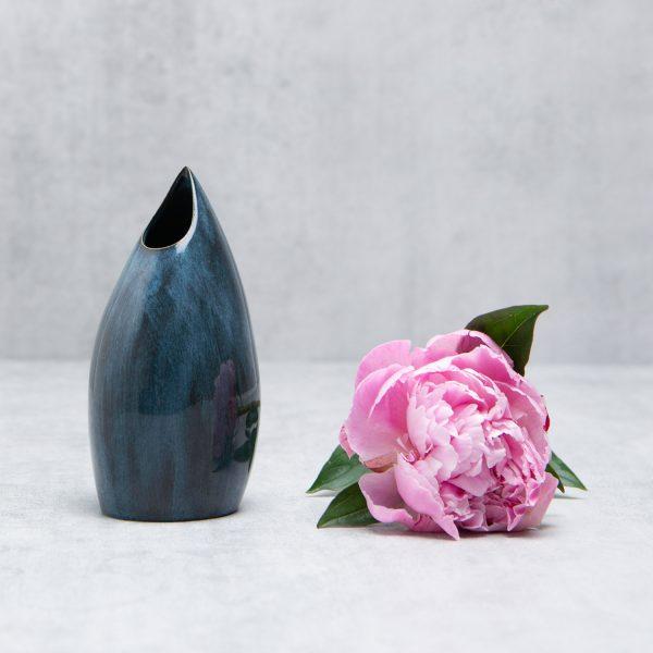 Pianca Ceramics - modern blue vase - blue ceramic vase - blue house interior design - blue pottery vases online - contemporary home interior design